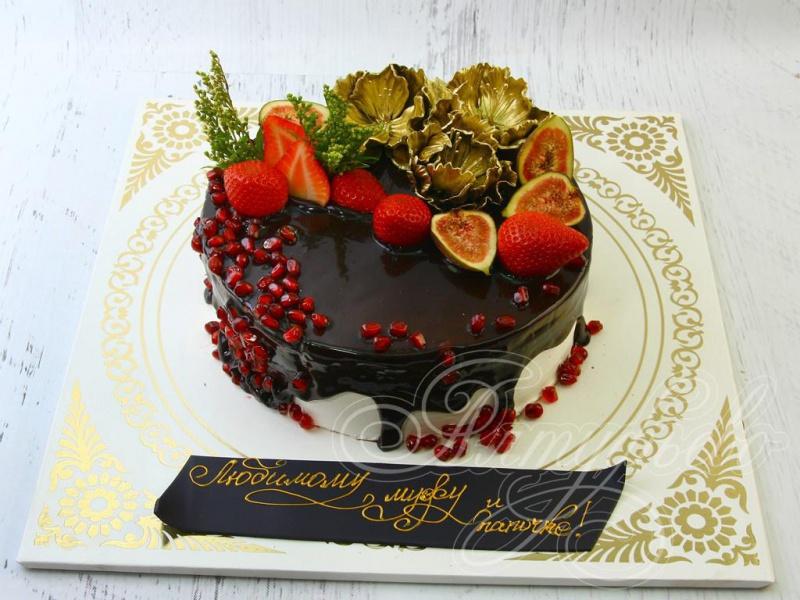 Шоколадный #бисквит с шоколадным муссом и прослойкой из